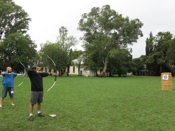 Hicimos basquet, malabares, pingpong, espadas... y arquería