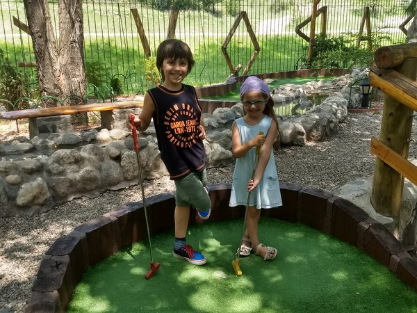 Practicando el mini-golf